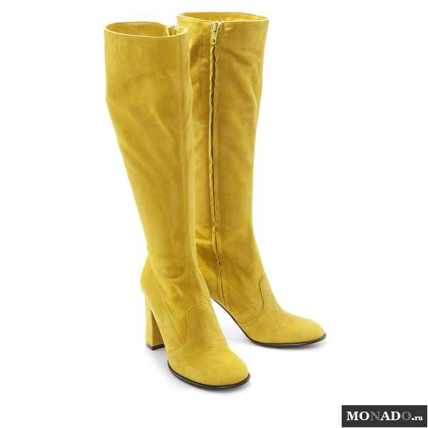 Желтые замшевые сапоги